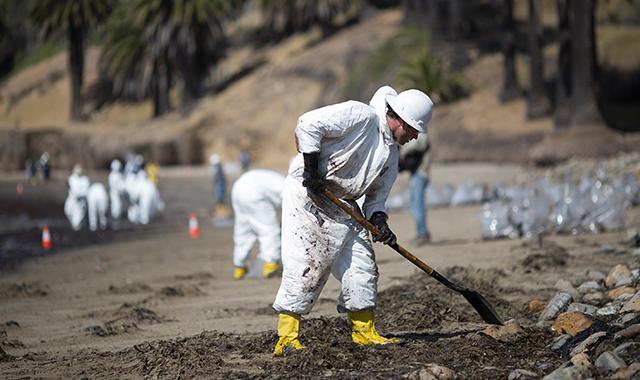 Crews clean oil from the beach at Refugio State Beach on May 20, 2015 north of Goleta, California. About 21,000 gallons spilled from a nearby pipeline. Photo by David McNew/Getty Images